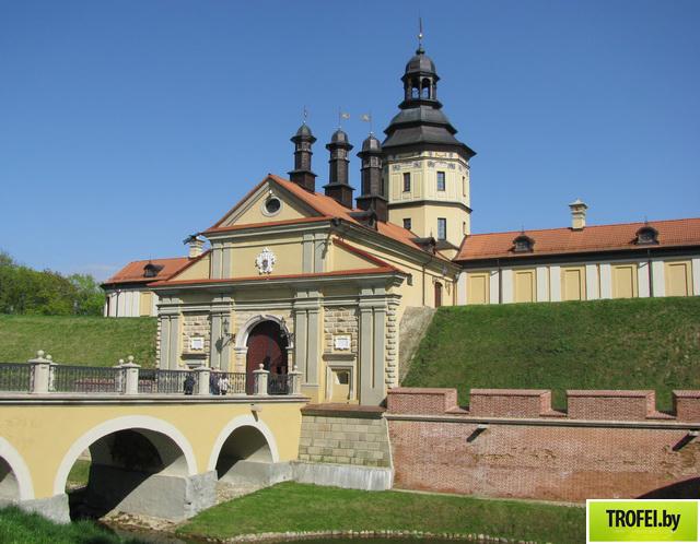 Центральный вход в Несвижский замок